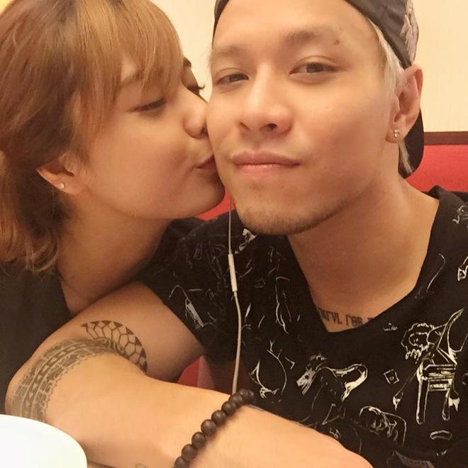 Mẹ của hot girl Lâm Á Hân rất vừa lòng với chàng rể tương lai này.