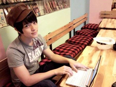 Ngay ay - bay gio cua 5 hot boy noi danh mot thoi hinh anh 9 Năm 2008, chàng hot boy Kelbin Lei bắt đầu được mọi người biết đến bởi gương mặt đẹp và phong cách thời trang Hàn Quốc. Chính nhờ ngoại hình bắt mắt, chàng trai này trở thành người mẫu ảnh cho nhiều tạp chí tuổi teen.