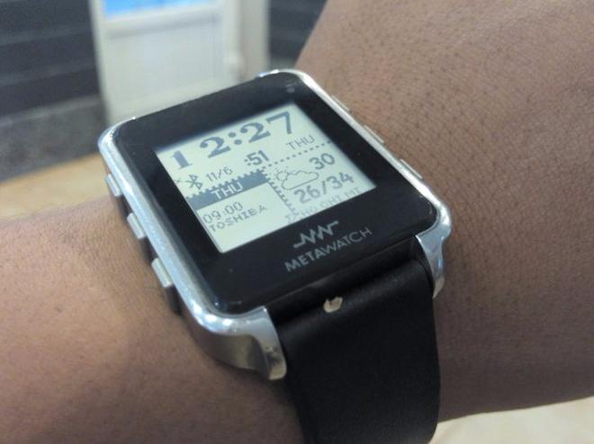 Lo ngai gian lan thi cu bang smartwatch hinh anh