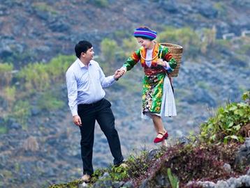 Chuyen tinh 'anh trai - em gai' cua cap doi nguoi dan toc hinh anh