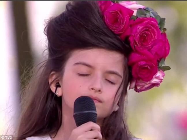 Be gai 8 tuoi duoc vi nhu ban sao nhi cua Amy Winehouse hinh anh