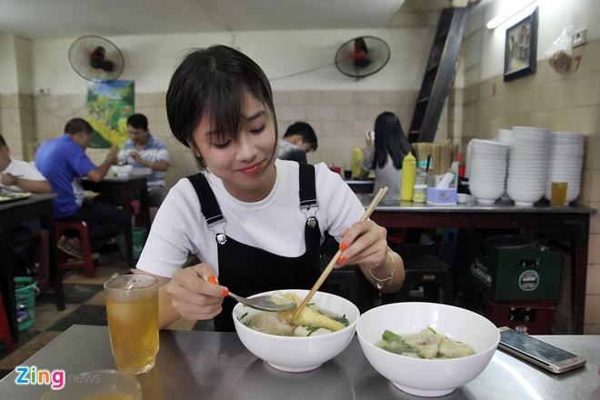 Mot ngay tro ve Ha Noi cua hot girl Hoang Yen Chibi hinh anh 4