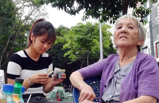 Hoang Yen Chibi lam nhan vien quan com 2.000 dong/suat hinh anh 2