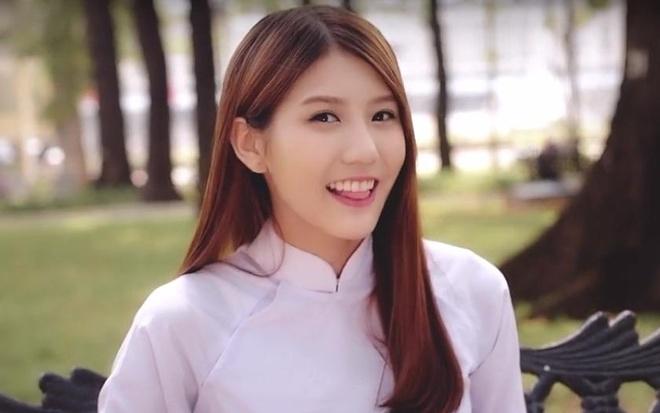 Hot girl tra sua Malaysia mac ao dai hat tieng Viet hinh anh