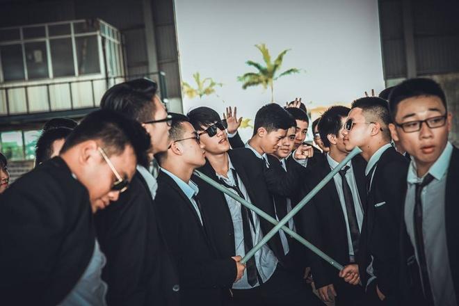 Teen Quang Binh chup ky yeu phien ban 'ong trum' hinh anh 9
