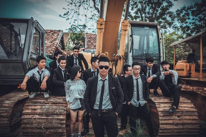 Teen Quang Binh chup ky yeu phien ban 'ong trum' hinh anh 3
