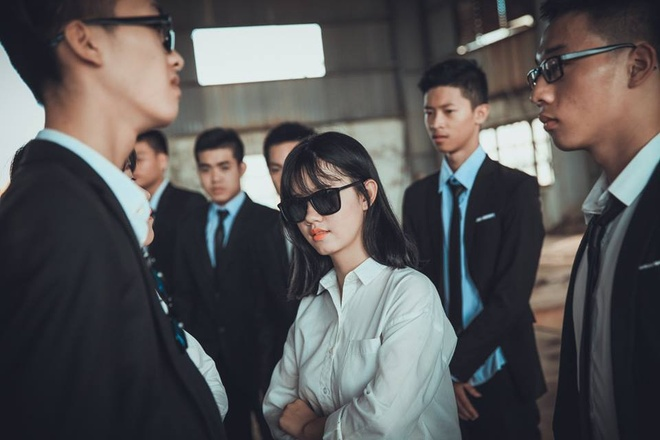 Teen Quang Binh chup ky yeu phien ban 'ong trum' hinh anh 8