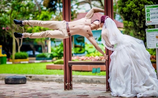 Cap 9X chup anh cuoi phong cach the duc duong pho hinh anh 4