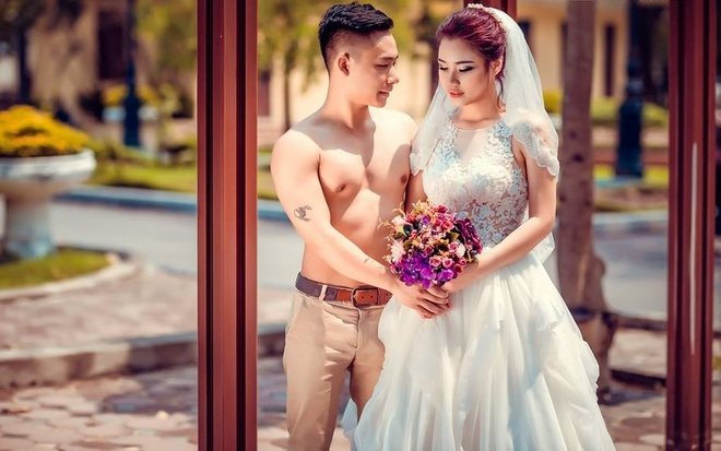 Cap 9X chup anh cuoi phong cach the duc duong pho hinh anh 9
