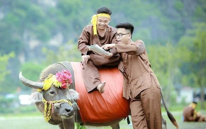 Teen Ninh Binh tai hien vua Dinh Bo Linh trong anh ky yeu hinh anh