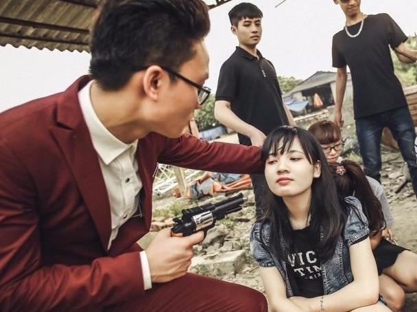 Teen Ninh Binh chup ky yeu 'Anh hung cuu my nhan' hinh anh