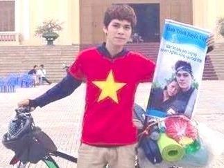 9X Vinh Phuc dap xe xuyen Viet giup do tre em vung cao hinh anh