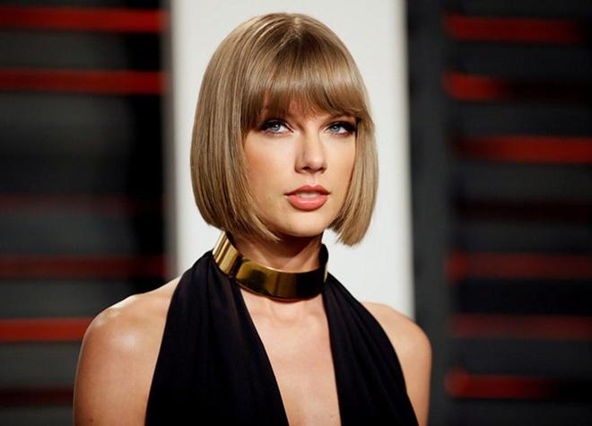 Ke gian deo mat na, mang hung khi dot nhap nha Taylor Swift hinh anh