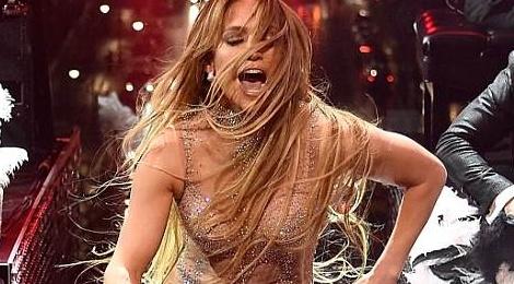 Jennifer Lopez gan 50 tuoi van tu tin dien do dien ho bao hinh anh