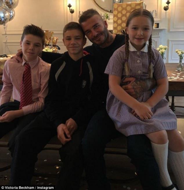 David Beckham bat ngo vi duoc con trai Brooklyn to chuc sinh nhat hinh anh 1