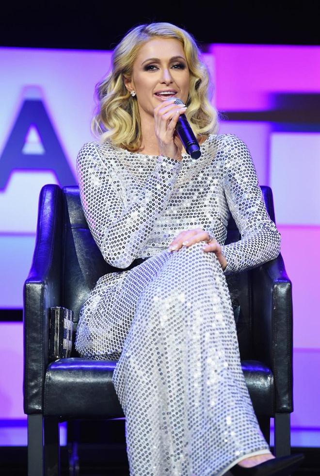 Paris Hilton bi danh cap anh nude va 120.000 USD hinh anh 2