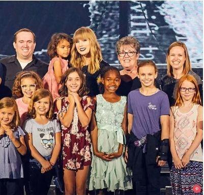 Taylor Swift moi 2.000 tre em mo coi du tong duyet tour dien hinh anh 1