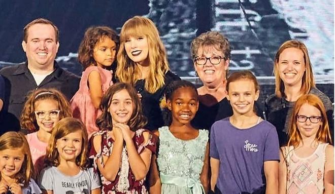 Taylor Swift moi 2.000 tre em mo coi du tong duyet tour dien hinh anh