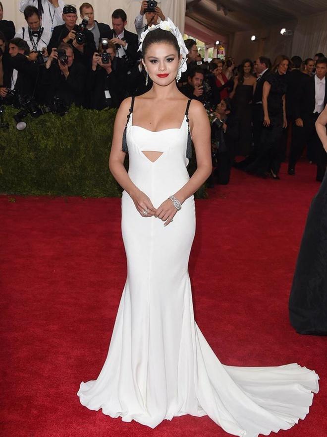 Phong do that thuong cua Selena Gomez tren tham do Met Gala hinh anh 8