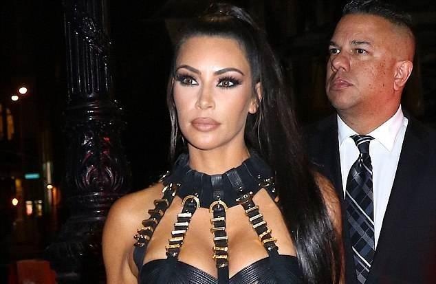 Fan phan doi vi Kim Kardashian sao chep phong cach cua Beyonce hinh anh