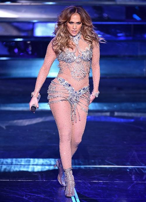 Trang phuc bieu dien goi cam cua Jennifer Lopez 4 nam qua hinh anh 7