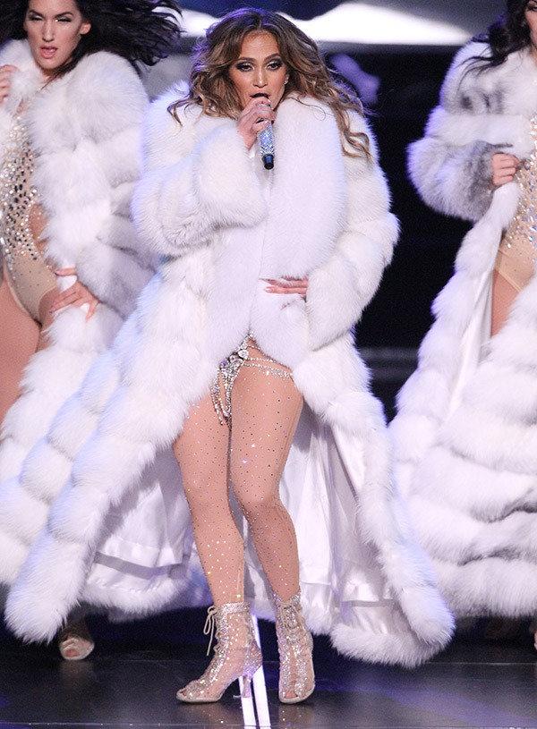 Trang phuc bieu dien goi cam cua Jennifer Lopez 4 nam qua hinh anh 8