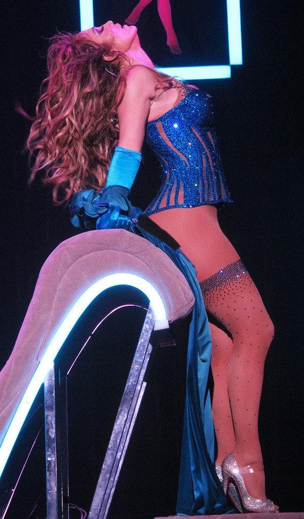 Trang phuc bieu dien goi cam cua Jennifer Lopez 4 nam qua hinh anh 6