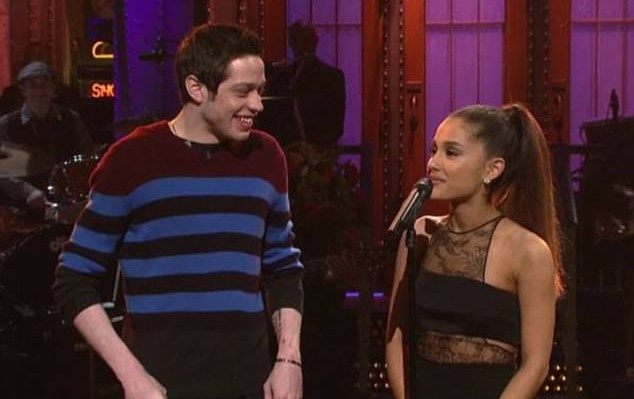 Ariana Grande hen ho tinh moi sau khi chia tay Mac Miller hinh anh