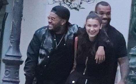 Bella Hadid, Weeknd xuat hien tinh tu sau nu hon ngot ngao o Cannes hinh anh