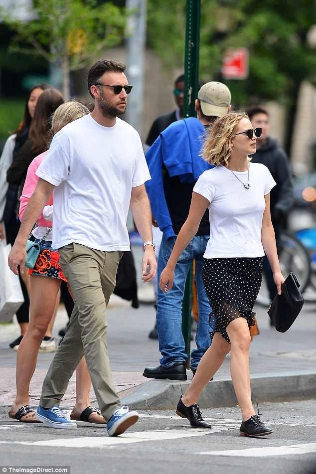 Jennifer Lawrence co ban trai moi sau khi chia tay dao dien lon tuoi hinh anh 1
