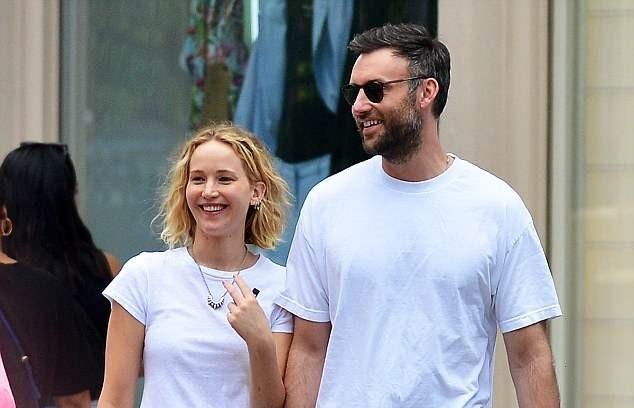 Jennifer Lawrence co ban trai moi sau khi chia tay dao dien lon tuoi hinh anh