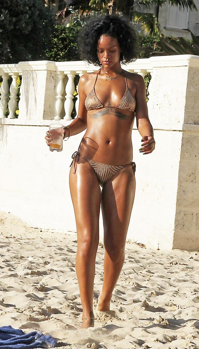 Kim Kardashian, Rihanna goi cam voi ao tam la mat hinh anh 2
