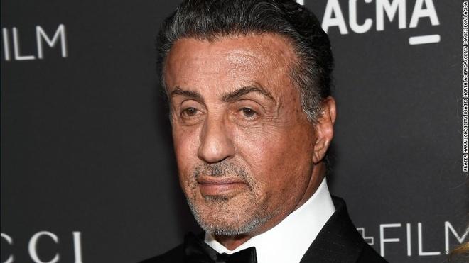 Tai tu co bap Sylvester Stallone bi dieu tra toi quay roi tinh duc hinh anh 1