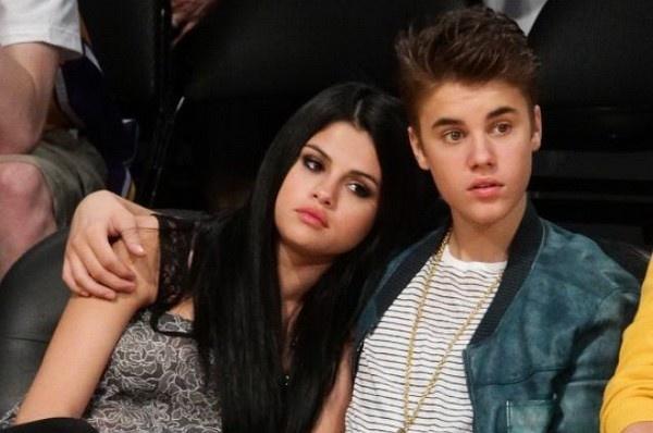 Hau chia tay, Justin Bieber van noi doa khi Selena Gomez bi che xau xi hinh anh
