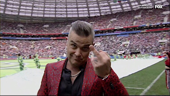 "Ca si gio ""ngon tay thoi' tai khai mac World Cup tung dinh be boi nao? hinh anh 2"