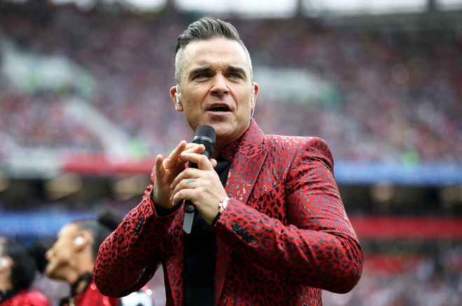 Nha dai xin loi vi man 'ngon tay thoi' cua Robbie Williams hinh anh