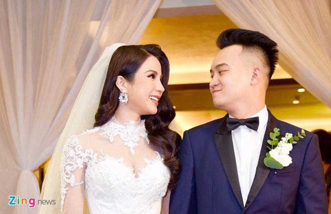 Dan mau cua Vietnam's Next Top Model lan luot len xe hoa, sinh con hinh anh