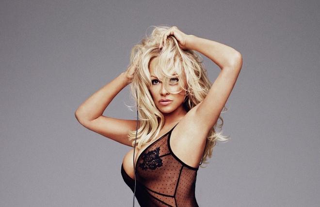 'Bom sex' Pamela Anderson - nang WAGs 51 tuoi cua tuyen Phap hinh anh