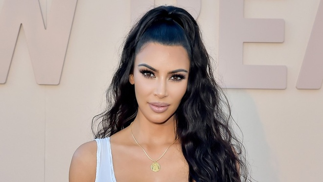 Kim Kardashian benh Kylie Jenner khi em gai bi che nhao giau tu than hinh anh 1