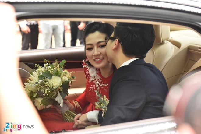 Hoa hau Ngoc Han tu may ao dai cuoi tang A hau Tu Anh hinh anh 3