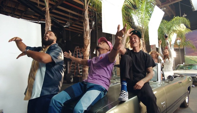 Giua thong tin sap cuoi, Justin Bieber bat ngo ra MV moi hinh anh 2