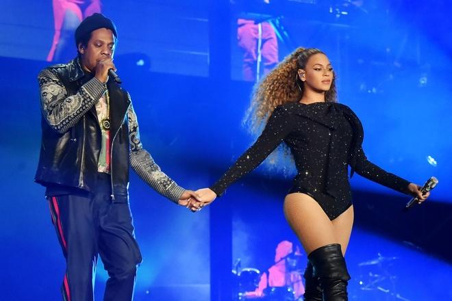 Vo chong cuu Tong thong Obama den xem show dien cua Beyonce hinh anh 2
