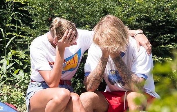 Justin Bieber, Hailey Baldwin lien tuc om mat tren duong pho New York hinh anh