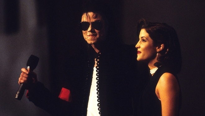 Michael Jackson va Lisa Marie Presley tai VMAs 1994 hinh anh