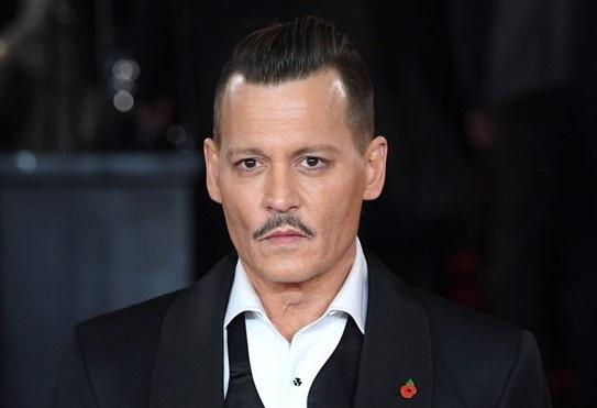 Johnny Depp phu nhan tan cong nhan vien doan phim hinh anh