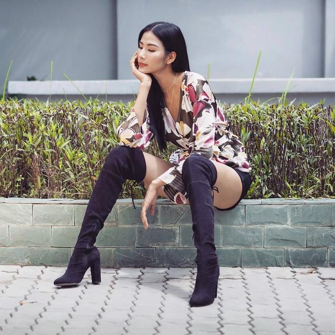 Thoi trang chuong boots cua a hau Hoang Thuy anh 6