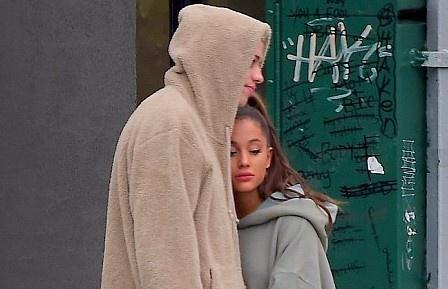 Ariana Grande xuat hien buon ba ben ban trai sau khi tinh cu qua doi hinh anh