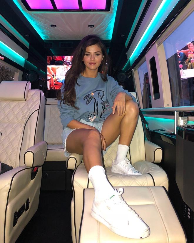Selena Gomez mac sanh dieu the nao trong mot thang qua? hinh anh 6