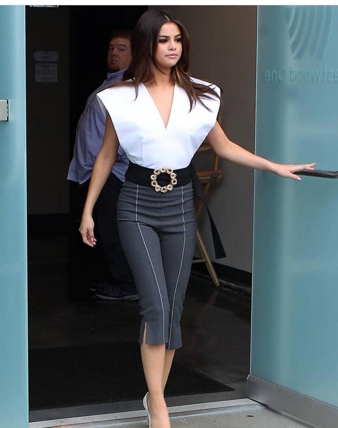 Selena Gomez mac sanh dieu the nao trong mot thang qua? hinh anh 1