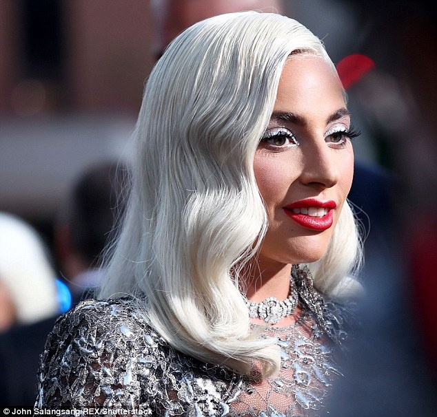 Lady Gaga dien dam long lay du su kien ra mat phim hinh anh 3